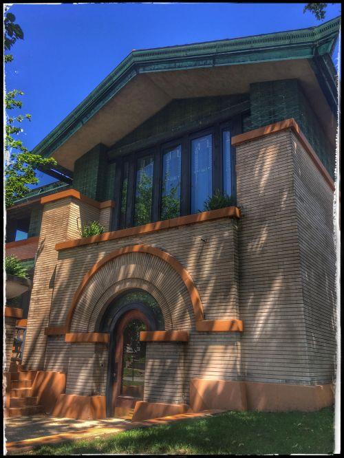 Frank Lloyd Wright's Dana-Thomas House ~ Springfield, IL, family road trip adventure guide & tips #travel