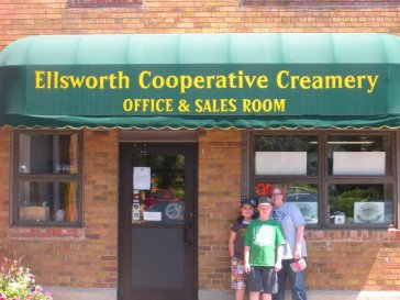 Squeaky Cheese in Wisconsin. Ellsworth Cooperative Creamery. Road tripping with the kids: why drive when you can fly? Travel. Family. Wisconsin.
